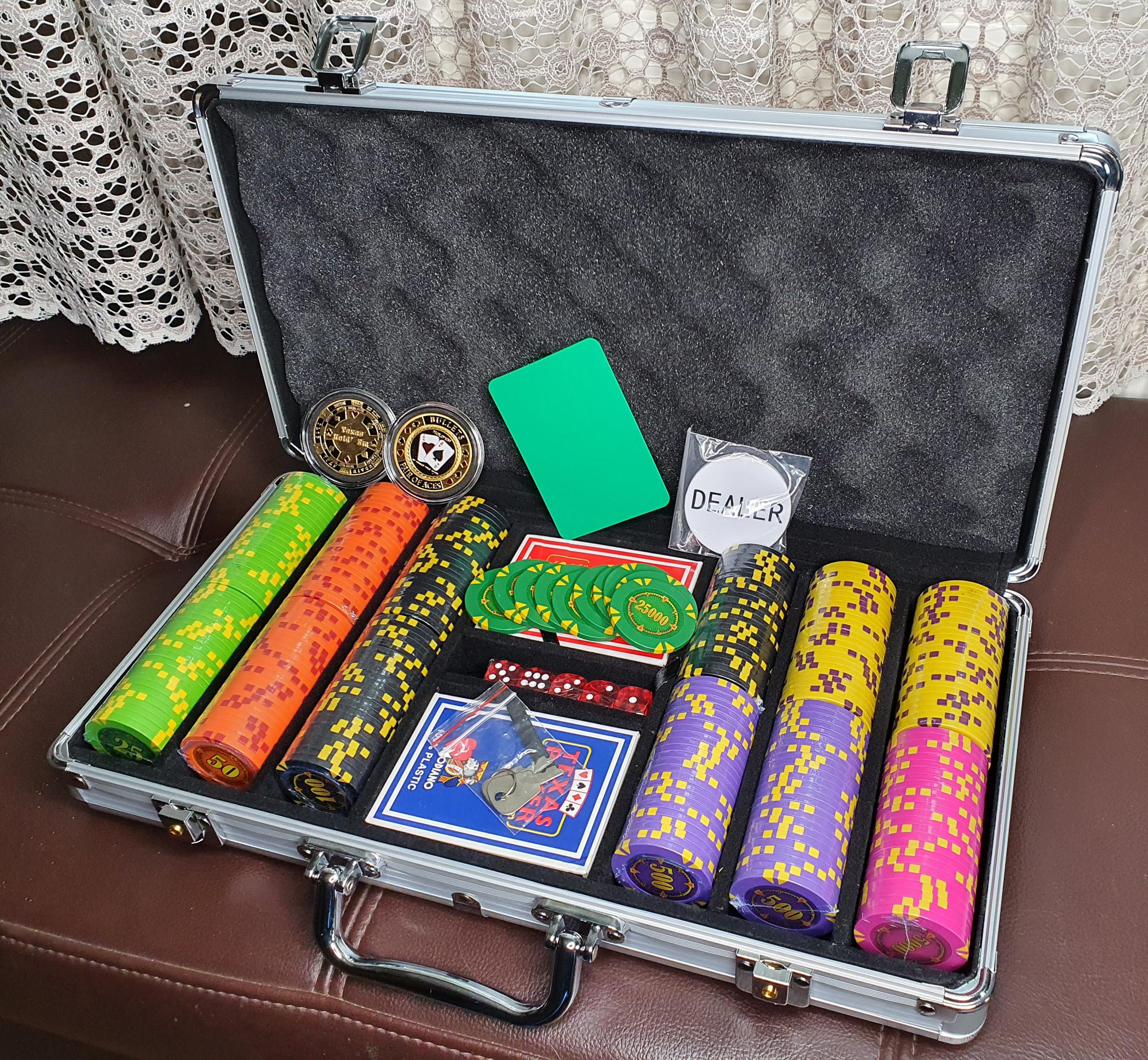 Бахмут покер набор 300 фишек