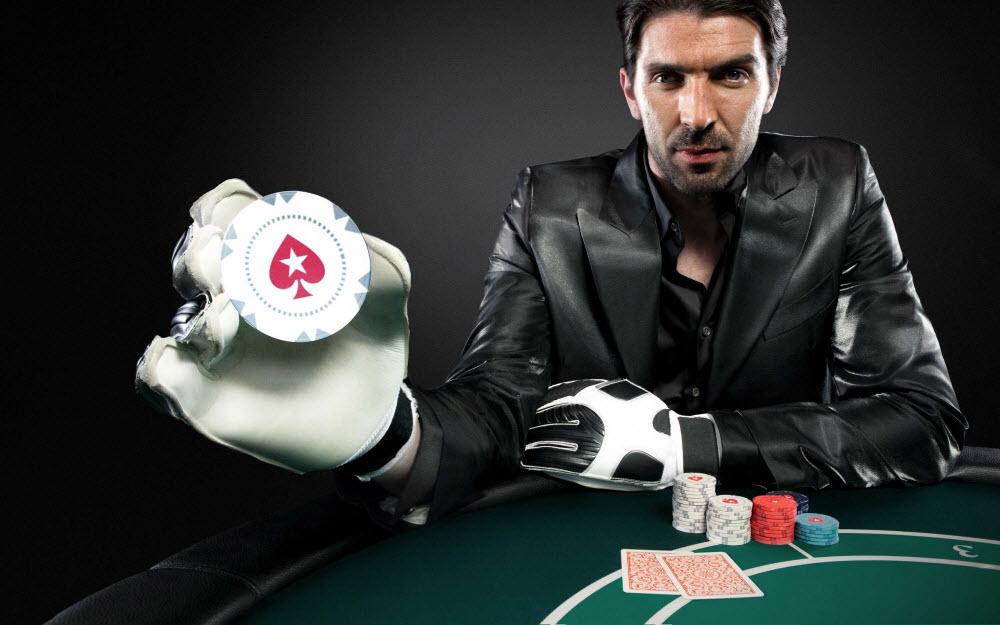 Джанлуїджі Буффон грає в покер