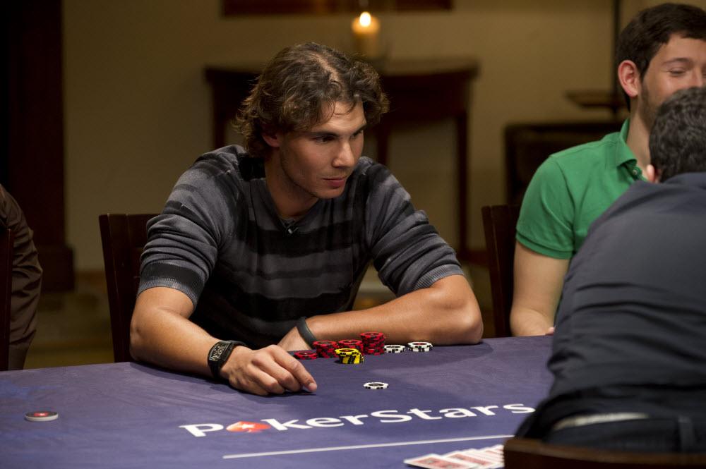 Рафаель Надаль грає в покер